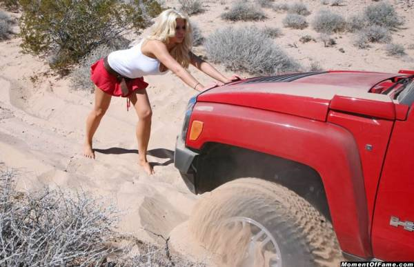 cute_blonde_stuck_with_Hummer_H3_015
